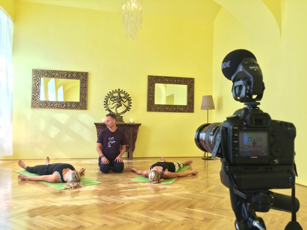 VIDEO: Jógová terapie (základní sestava)